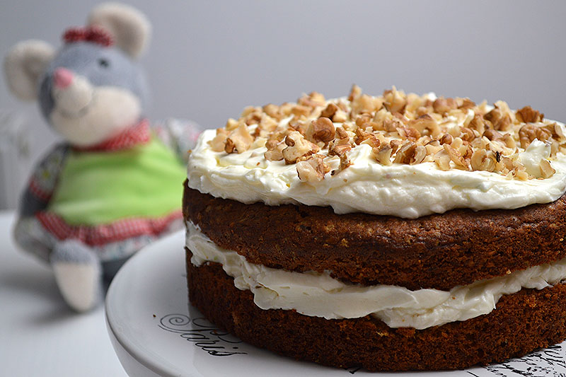 Carrot cake cu lime-mascarpone frosting